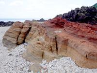 粟国島の西ヤマトゥガー/ヤビジャ海岸 - 地層マニアにはたまらないかも