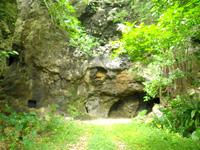 西集落の洞窟