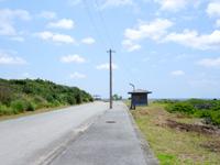 粟国島の運ん崎海岸 - ペンションいさの先から始まります
