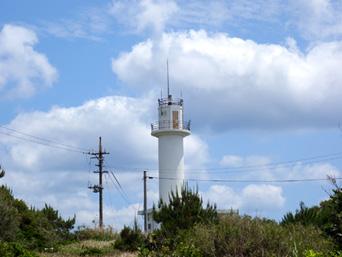 粟国島の粟国島灯台「粟国島の灯台はやや内陸にあります」