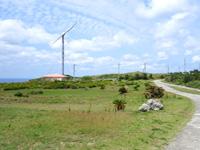 粟国島の筆ん崎 - 風力発電もランドマーク