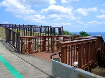 粟国島の西ヤマトゥガー/ヤヒジャ海岸へ降りる階段/駐車場/展望台