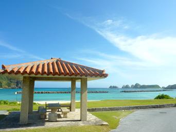 阿嘉島の前浜「贅沢な休憩所があるビーチ」