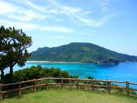 阿嘉島の天城展望台 - 慶留間島を正面に見る