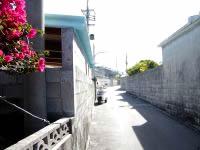 阿嘉島の阿嘉の集落 - ここがメインストリート?