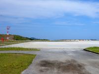 外地島のケラマ空港/慶良間空港 - チャーターのヘリコプターが利用します