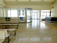 外地島のケラマ空港/慶良間空港 - 施設内は閑散としています
