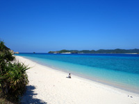 阿嘉島のニシ浜/北浜 - ビーチはとにかく広い!