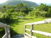 外地島の外地展望台 - 慶留間島側を望みます