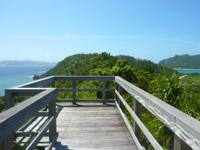 阿嘉島のニシ浜展望台 - 展望台も日向なので夏以外がおすすめ