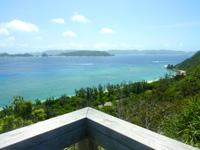 阿嘉島のニシ浜展望台 - 渡嘉敷島側を見る
