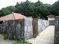 慶留間島の高良家住宅 - 中を詳しく見る場合は見学料が必要です