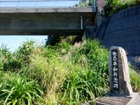 外地島の慶留間橋の下/桟橋/世界平和記念碑 - 世界平和記念碑なるものも!?