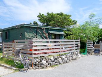 慶留間島のトラットリア・バー ゲルマニヨン/Trattoria Bar 慶留間gnon「建物はこんな感じですが料理は充実」