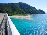 阿嘉島の阿嘉大橋らせん階段 - 西側の歩道からの景色