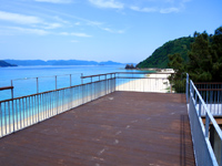 阿嘉島のニシバマテラス/ニシハマビーチテラス - デッキテラスは高さが1段上がりました