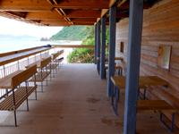 阿嘉島のニシバマテラス/ニシハマビーチテラス - 以前のデッキテラス部分はまるでカフェのような空間
