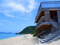 阿嘉島のニシバマテラス/ニシハマビーチテラス - ビーチ部分はフリーで使えるベンチ的スペース