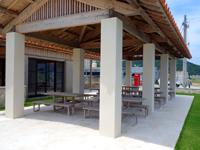 阿嘉島のさんごゆんたく館/慶良間諸島国立公園ビジターセンター - 外のテラススペースは自由に利用可能