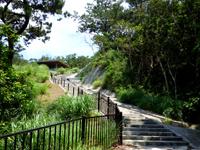 慶留間島の慶留間島横断道 阿嘉大橋側/展望台 - 後半はほぼ階段のみ