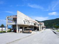 阿嘉島の阿嘉港/フェリーターミナル - 施設は立派です