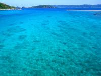 阿嘉島の阿嘉大橋 - 渡嘉敷島側の海の色は最高です
