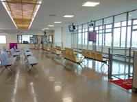 奄美大島の奄美空港 - 登場ロビー内のお土産コーナー