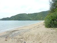 奄美大島の嘉鉄海岸 - 静かな集落の海岸です