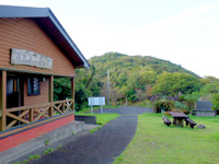 奄美大島の湯湾岳展望台公園 - トイレは立派(笑)