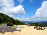 奄美大島の湯湾岳展望台公園 - ここから展望台へ行けます(登山口は鳥居側)