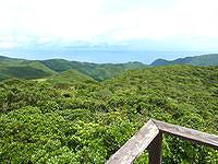 奄美大島の湯湾岳頂上/展望台 - 奄美の遙か北側まで望めます