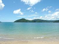奄美大島の白浜海岸 - 海の透明度はなかなか