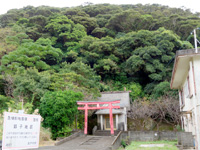奄美大島の節子集落 - 集落奥にある鳥居と神社?