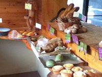奄美大島の薪の石窯パン工房 麦の実 - どれも美味しそうです
