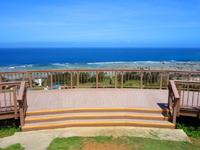 奄美大島のあやまる岬 - 丘の上にはのんびりできる場所が!