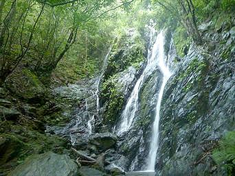 奄美大島のタンギョの滝途中の滝