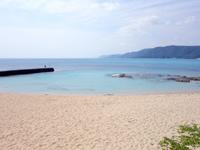 奄美大島のビラビーチ/ハート岩への入口 - 駐車スペースを降りてすぐの方が海は綺麗
