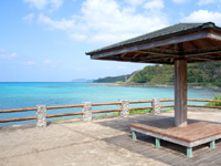 奄美大島の奄美クレーター/赤尾木湾 - 休憩所的な展望場所もあります