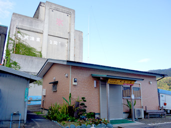 奄美大島の奄美小町(奄美漁港/食堂兼加工場)