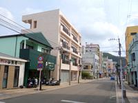 奄美大島の古仁屋の町並み