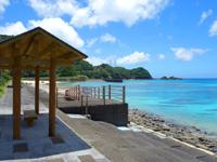奄美大島のタエン浜海水浴場 - 施設が充実、日陰もあり