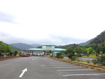 奄美大島の黒潮の森/マングローブパーク「バブリーな施設がお出迎え」