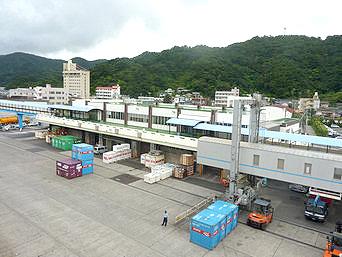 奄美大島の名瀬新港「奄美大島の海の玄関口です」