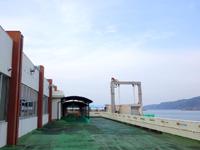 奄美大島の名瀬新港 - 空中デッキでそのまま接続することも