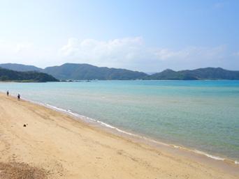奄美大島の赤木名海岸「集落に隣接するビーチ」