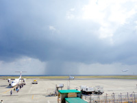 奄美大島のジョイフルジュニア奄美空港店 - 空港滑走路を一望できるのが最高!