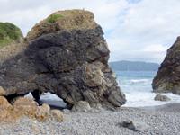 奄美大島のホノホシ海岸/洞窟 - ビーチ左に洞窟的な穴場有り