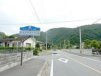 奄美大島の金作原原生林への道 - 知名瀬からの山道への入口