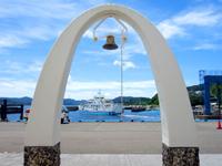 奄美大島の古仁屋港/幸福の鐘の写真