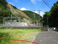 奄美大島のタンギョの滝入口 - 発電所が見えたら左の道へ